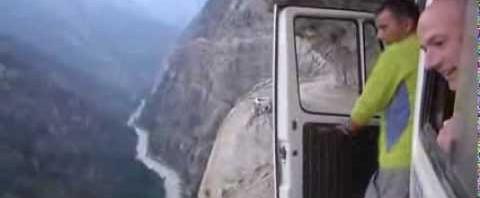 La strada più stretta e pericolosa del mondo