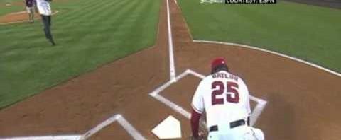 Coach MLB dei Los Angeles Angels Don Baylor si frattura la gamba da solo